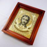 Икона Иисуса Христа в киоте