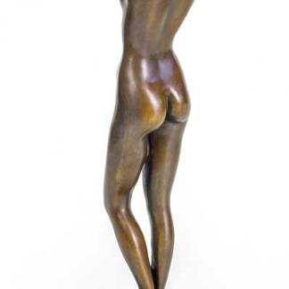 Статуэтки бронзовых девушек